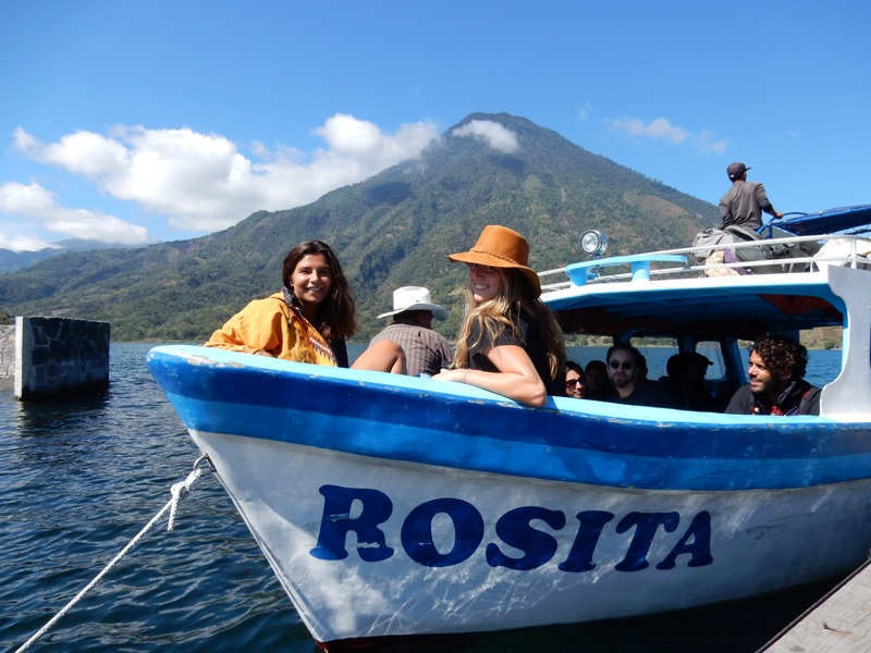 De veerboot op Lago de Atitlan - Where we go