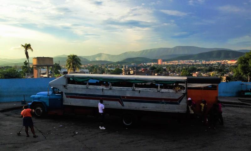 Vrachtwagens fungeren als openbaar vervoer in Cuba - Where we go