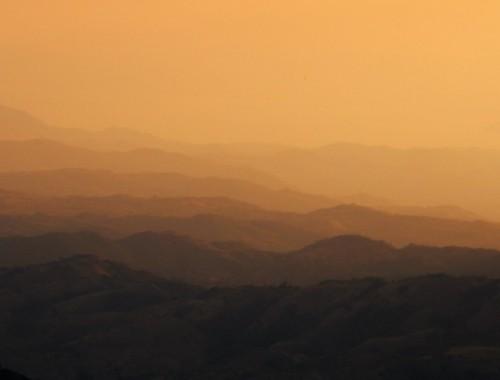 Zon op bergen Monteverde